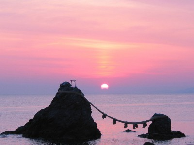 1024px-Sunrise_of_the_Wedded_Rocks03